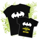 CAMISETA MAMA LOGO BATMAN + CAMISETA I JUST SPENT 9 MONTHS IN THE BATCAVE BMC